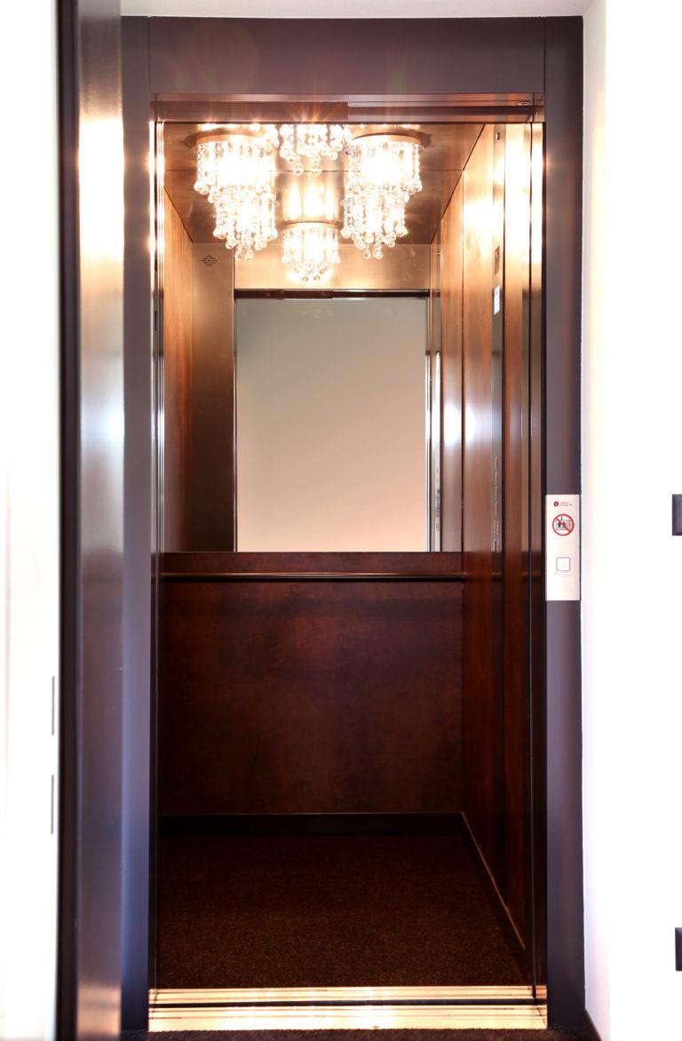 Klassische Lampen im Lift