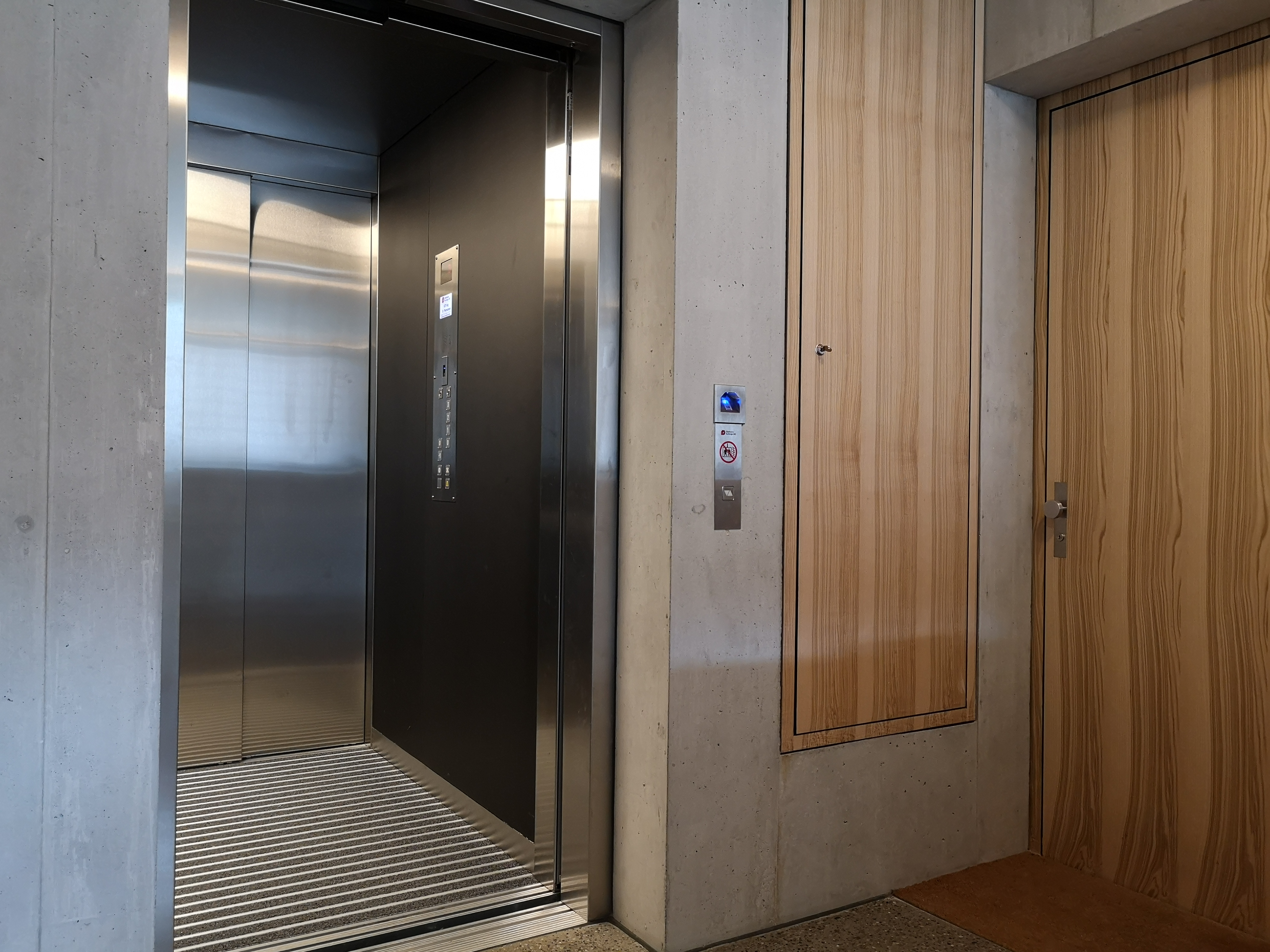 Aufzug mit Tableau