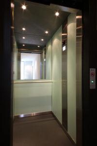 Aufzug von der Seite