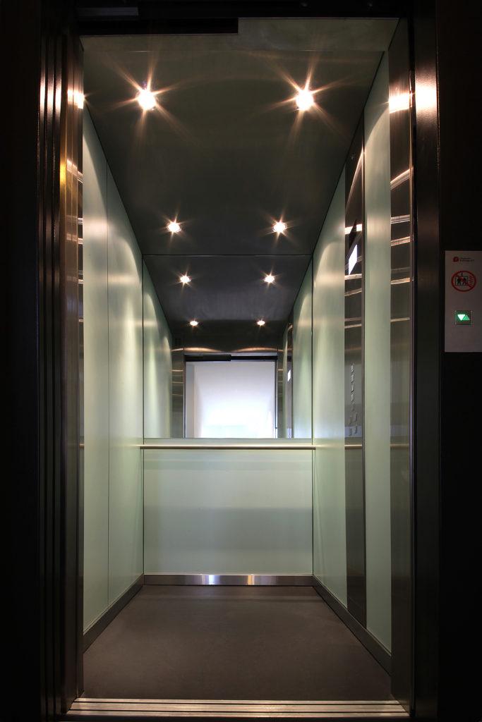 Aufzug von vorne