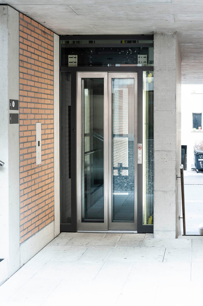 Bild Aufzug Seitlig Glasfront